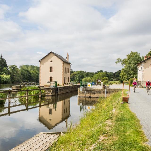 La rivière Mayenne - Une écluse
